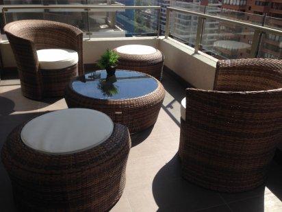 exclusivo set de mobiliarios modelo nuevos zen para terraza consta de sitiales redondos mas dos posa pies pouf se encargo ademas una mesa de centro
